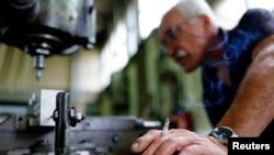 """Proizvodnja u fabrici """"Zastava oružje"""" u Kragujevcu"""