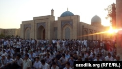 An Eid al-Fitr celebration in Tashkent (file photo)