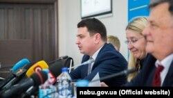 Артем Ситник (в центрі) та Уляна Супрун (праворуч)