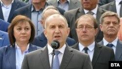 Румен Радев и Корнелия Нинова по време на празника на Асеновград.