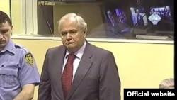 """Экс-президенту Сербии повезло, что трибунал признал его """"куклой"""""""