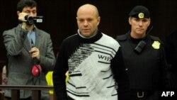 Dmitry Pavlyuchenkov məhkəməyə gətirilərkən, 14 dekabr 2012