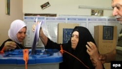 Голосование на избирательном участке в Багдаде. 30 апреля 2014 года.