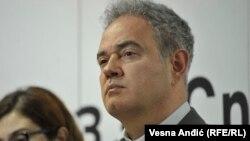 Zoran Lutovac (na fotografiji): Demokratija se obesmišljava preko popularnih političara i centralnih kampanja