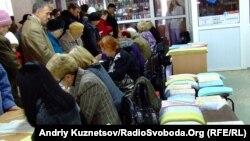 Луганск шаарындагы шайлоокана добуш берүү маалында. 31-октябрь, 2010