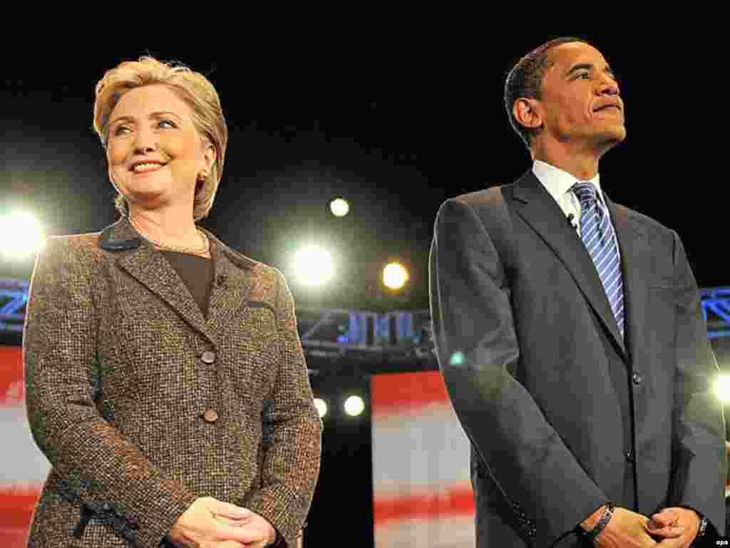 Передвиборна баталія серед демократів - Президентська кампанія у США, яка набрала повних обертів ще торік, стала безпрецедентною в історії держави. Вперше головна боротьба за Білий Дім розгорнулася між жінкою і афроамериканцем – сенатором від штату Нью-Йорк Гілларі Клінтон та сенатором зі штату Ілінойс Бараком Обамою. Однак, оскільки обидва політики належать до Демократичної партії, лише один із них став офіційним партійним кандидатом на президента.