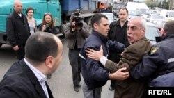"""საპატრულო პოლიციამ """"ხალხის პარტიის"""" ერთ-ერთი ლიდერი ალექსანდრე შალამბერიძე დააკავა"""