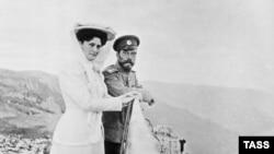 Николай II и императрица Александра Федоровна. Крым, 1909 год.