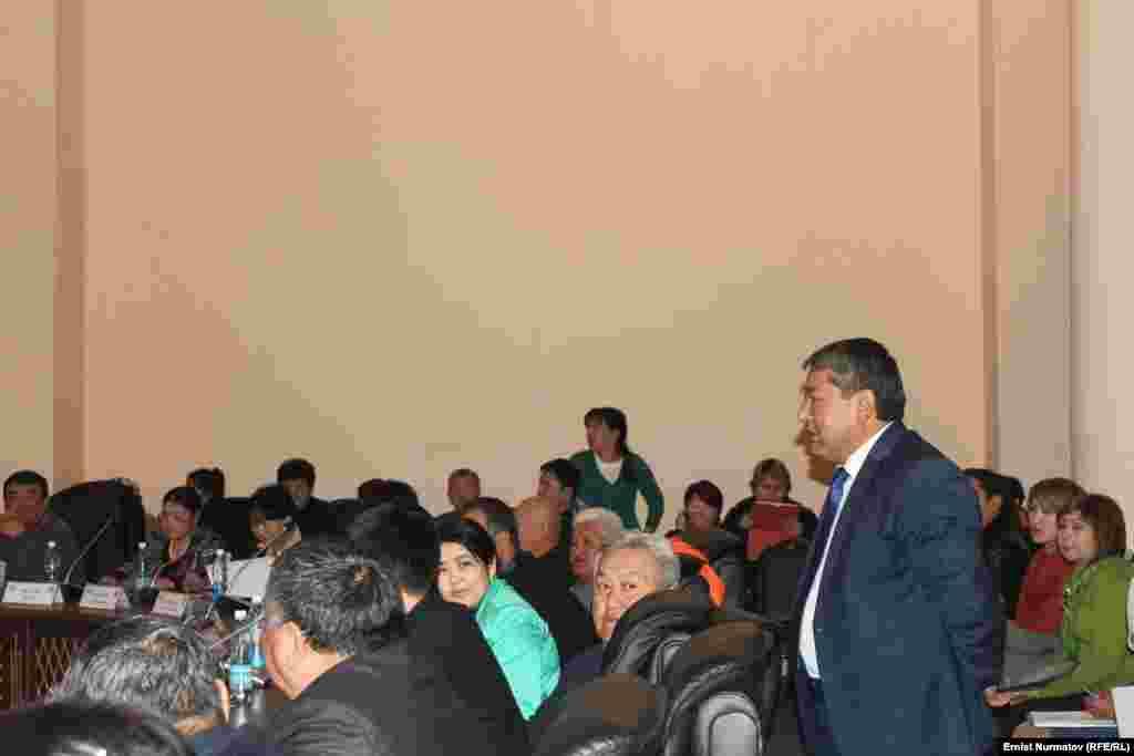 Выступление Мырзакматова перед членами городского кенеша