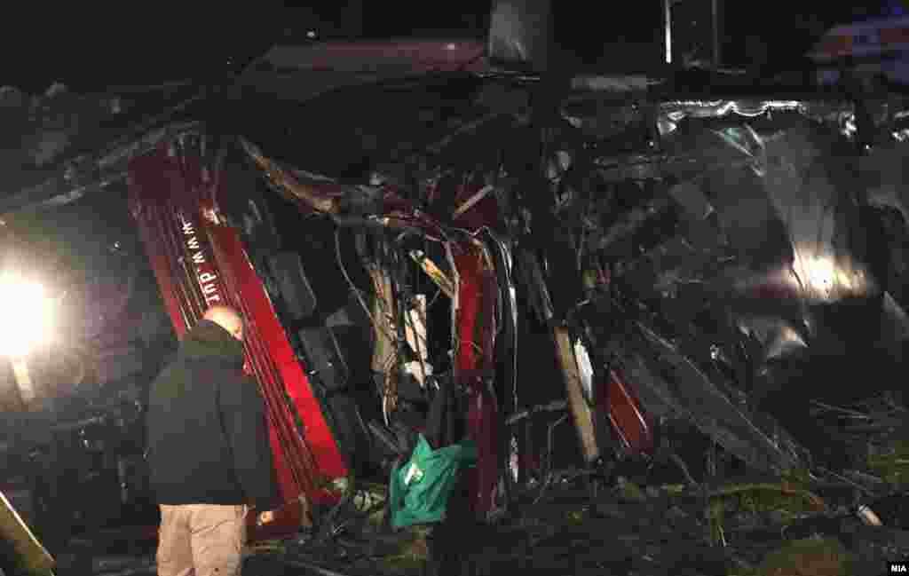 МАКЕДОНИЈА - Возачот на автобусот кој пред две недели се преврте на патот Скопје-Тетово при што загинаа 14 лица, а 37 беа повредени, добива закани по неговиот живот, а Министерството за внатрешни работи презема мерки за негова заштита како дел од постапката, изјави министерот за внатрешни работи Оливер Спасовски.