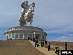 Monqolustanda Çingiz xanın heykəli