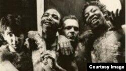 National Wake - Түштүк Африкадагы апартеид тушундагы алгачкы расалар аралашкан панк тобу, Стив Мони солдо