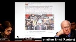 На слушаниях в Сенате в 2017 году демонстрировалась фальшивая политическая реклама в социальных сетях, изготовленная в России