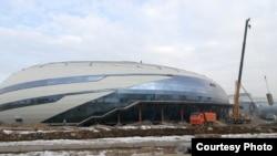 Ледовая арена, строящаяся для Универсиады 2017 года в Алматы (фото пресс-службы оргкомитета Универсиады).