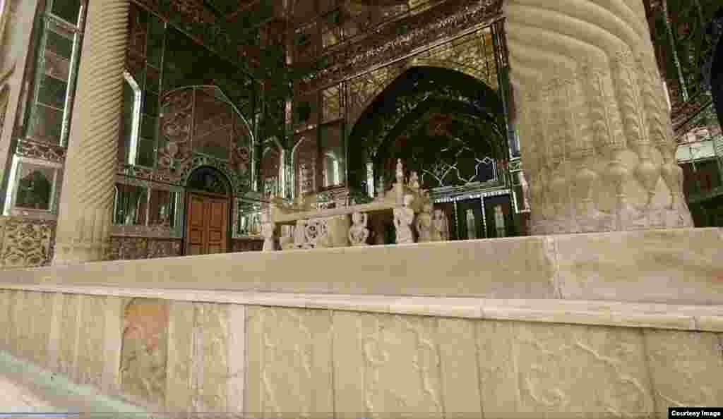 ایوان تخت مرمر یکی دیگر از بناهای قدیمی کاخ متعلق به زمان فتحعلیشاه است.