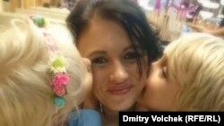 Ольга Литвиненко с двумя детьми