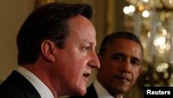 Barack Obama (djathtas) dhe David Cameron gjatë konferencën për gazetarë në Shtëpinë e Bardhë