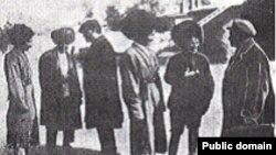 Türkmenistanyň Komunistik partiýasynyň delegasiýasy Gaýgysyz Atabaýew bilen duşuşýar. 1927-nji ýyl.