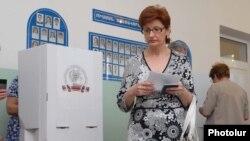Выборы в Ереване (архивная фотография)