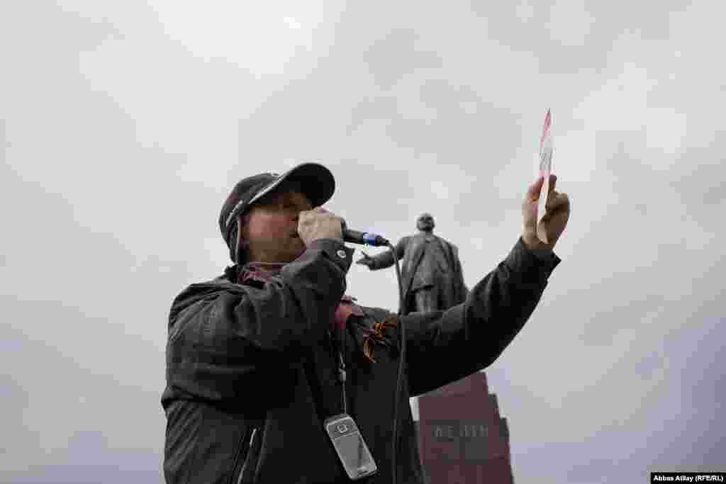 Bu çıxışçı isə Şərqi Ukraynada da referendumun keçirilməsinin labüdlüyündən danışır.Onlar artıq referendum üçün vərəqlərin də hazırlandığını deyir.