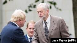 Baş nazir Boris Johnson (solda) və müxalif Leyborist partiyasının lideri Jeremy Corbyn