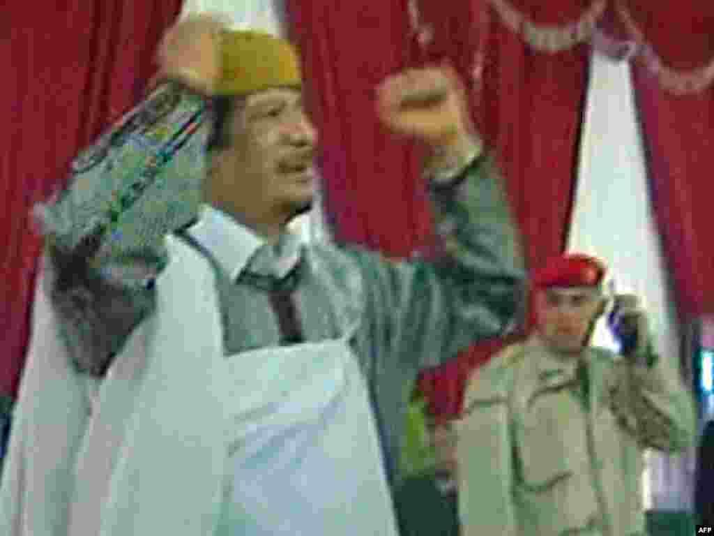 Libijski lider Muamer Gadafi rekao je u govoru pred svojim pristalicama da svijet ne razumije libijski sistem u kojem je vlast u rukama naroda, Tripoli, 02.03.2011. Foto: AFP / Libijska televizija