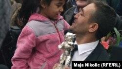 Nazif Mujić sa kćerkom i Srebrnim medvjedom, 18. veljače 2013.