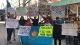 «Нет российским базам!» Протест казахстанцев вНью-Йорке