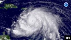 طوفان آیک موجب شده صدها هزار نفر از ایالت تگزاس بگریزند. (عکس: EPA)