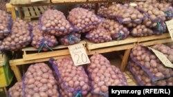 Картофель на керченском рынке