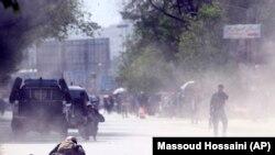 На месте двойного теракта в Кабуле, 30 апреля 2018 года