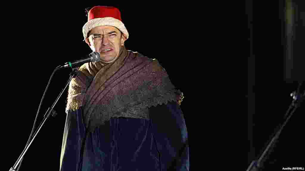 Камал театры каршында яңа сезон ачу тантанасы. Радик Бариев.
