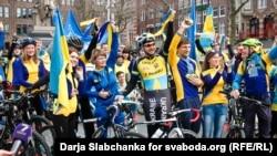 Акція у столиці Нідерландів на підтримку Угоди про асоціацію України і Євросоюзу. Амстердам, 3 квітня 2016 року