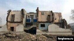 Наполовину разрушенный дом по адресу ул. Навои, 34. Фото «Ферганы».