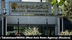 یک مدیر بانک مرکزی ایران میگوید افشای اطلاعات ۱۵ میلیون مشتری بانکی صحت ندارد