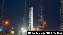 موشک حامل روبات CIMON بامداد جمعه هشتم تیر از فلوریدا به فضا پرتاب شد