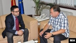 Средба на вицепремиерот за евроинтеграции Фатмир Бесими Борче Давитковски, претседател на ад-хок комисијата за расветлување на настаните на 24 декември 2012 година.