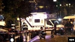 Турецкие полицейские оцепили место взрыва. Стамбул, 6 января 2015 года.