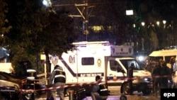 Поліція працює на місці події після нападу смертниці, 6 січня 2015 року
