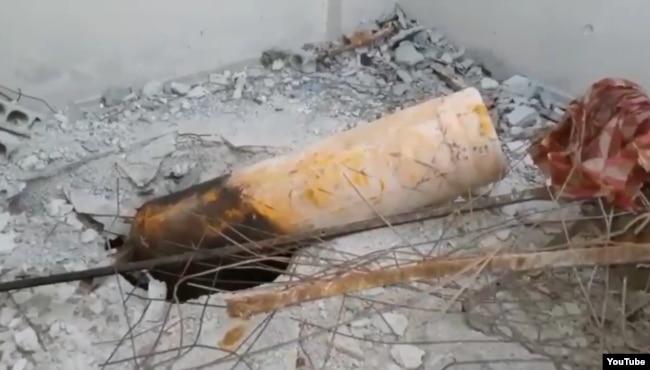 """Кадр из видео, снятого """"Белыми касками"""" на крыше дома, где были найдены погибшие дети"""
