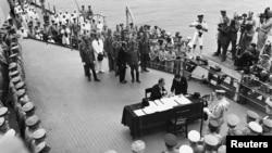 Yaponiya eyyeti teslimiyet aktını imzalay, 1945 senesi sentâbrniñ 2-si