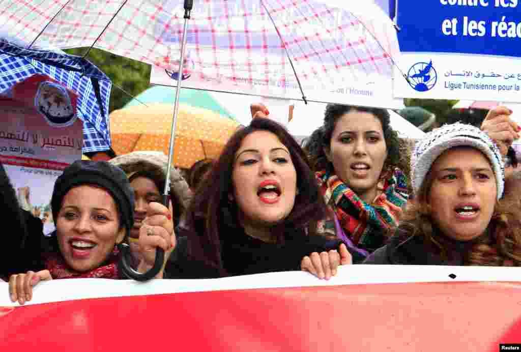 راهپیمایی روز زن در تونس.