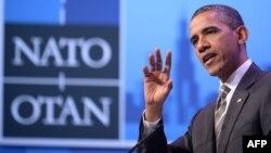 Барак Обама НАТО саммитінің жабылуына арналған жиында сөйлеп тұр. Чикаго, 21 мамыр 2012 жыл.