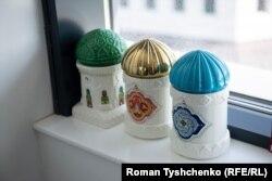 Фігури мечетей у кабінеті