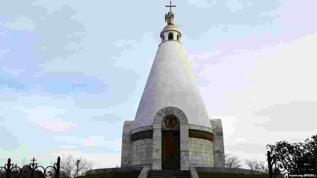 В 1995 году за 77 дней на Сапун-горе ко Дню победы построена часовня во имя святого великомученика Георгия Победоносца