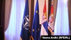 Zastave NATO-a, Evropske unije i Srbije, ilustrativna fotografija