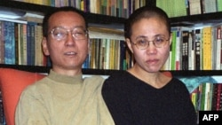 Лю Сяобо с женой (архивное фото)