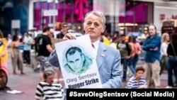 Лідер кримськотатарського народу Мустафа Джемілєв на акції в підтримку Олега Сенцова в Нью-Йорку, 2 червня 2018 року