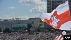 «Марші Свободи» у Білорусі: фото з мирних протестів у Мінську, Гомелі, Вітебську та Гродні (фоторепортаж)