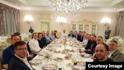 Pamje nga darka joformale në Hajvali